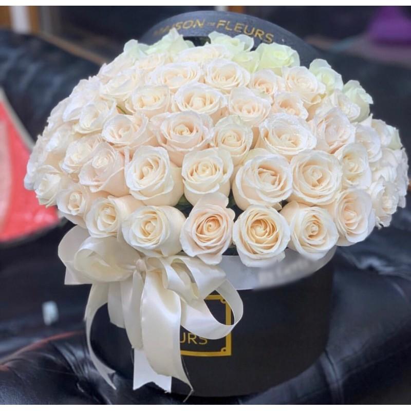 51 белая роза Венделла в коробке