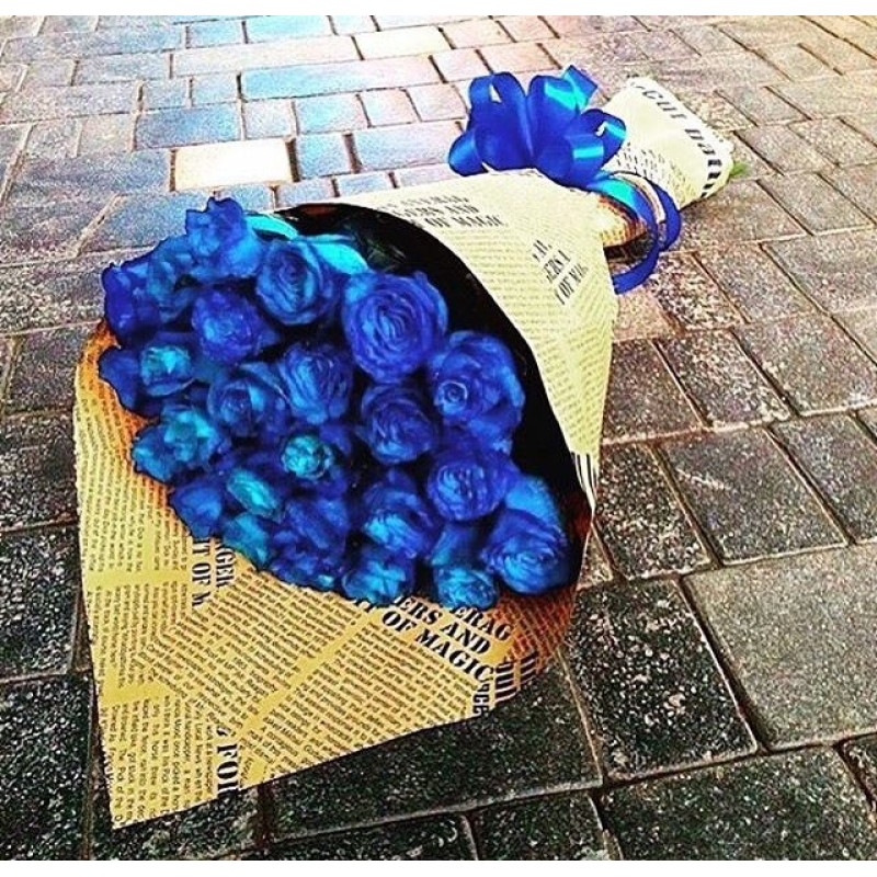 25 синих роз в кратфе