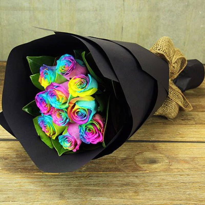 9 радужных роз в крафте