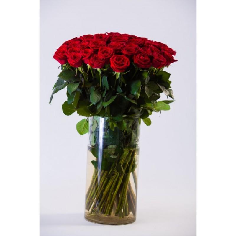 75 роз Ред Наоми в вазе