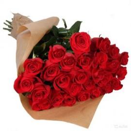 25 красных роз в крафте