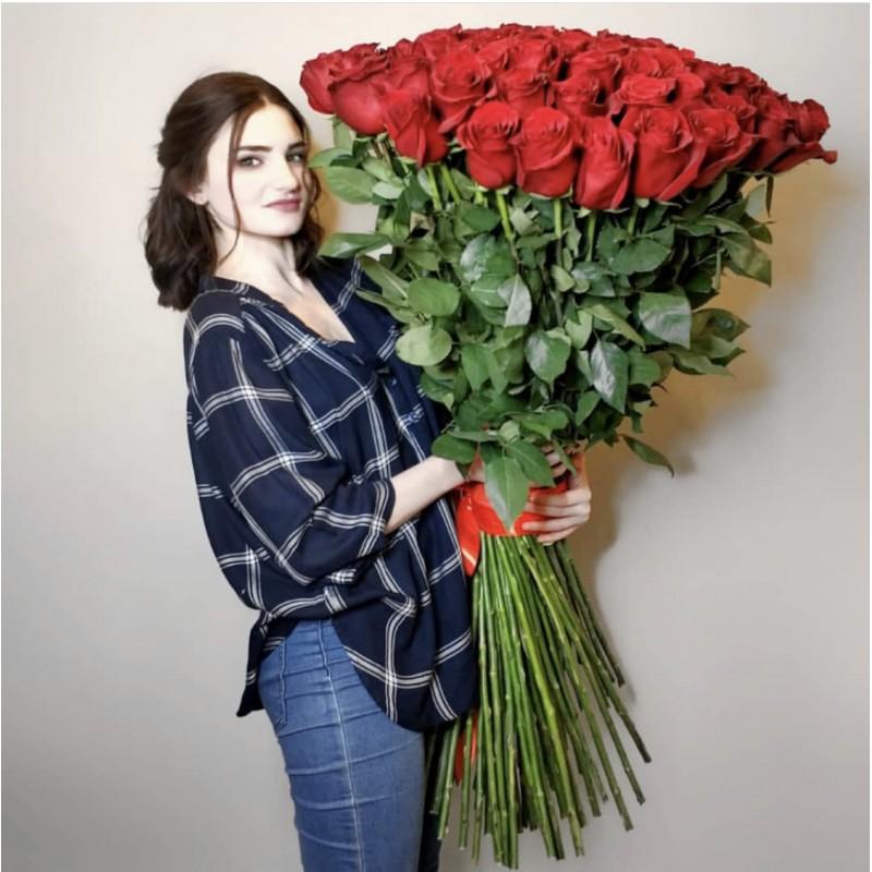 101 роза Фридом высота 120 см.